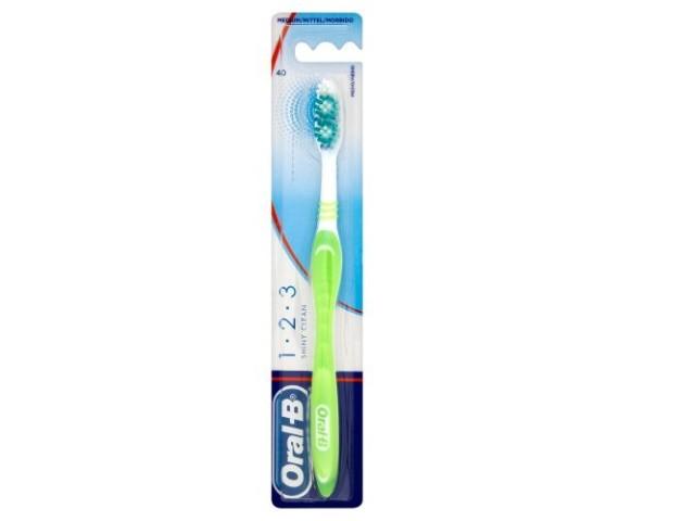 Escova de Dentes Oral B